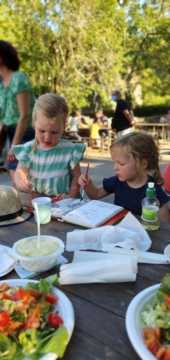 Saint-Parthem boerenmarkt vriendinnen verven